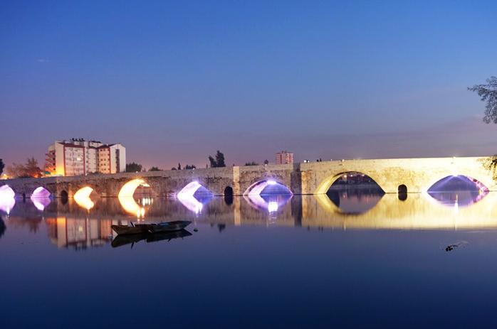 Adana taş köprü nerede