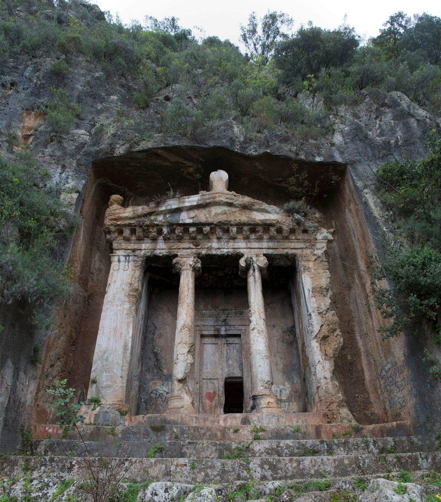 Amintas Kaya Mezarları Nerededir ve Nasıl Gidilir?