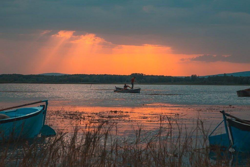 ışıklı göl manzara